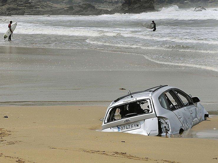 Automobilis įstrigo smėlyje